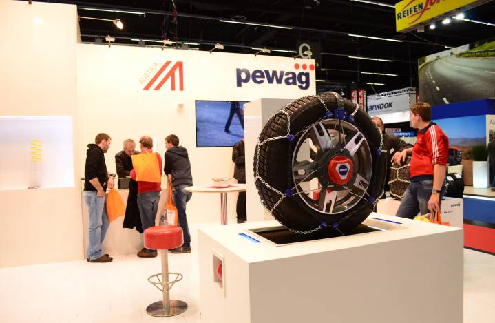 11860_Pewag_Stand_2.JPG