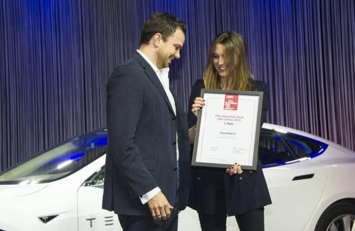 5224_885Jochen_Rudat_-_Senior_Manager_Tesla_Schweiz_mit_Sabina_Hanselmann-Diethelm_-_Chefredaktorin_SI_Style.jpg