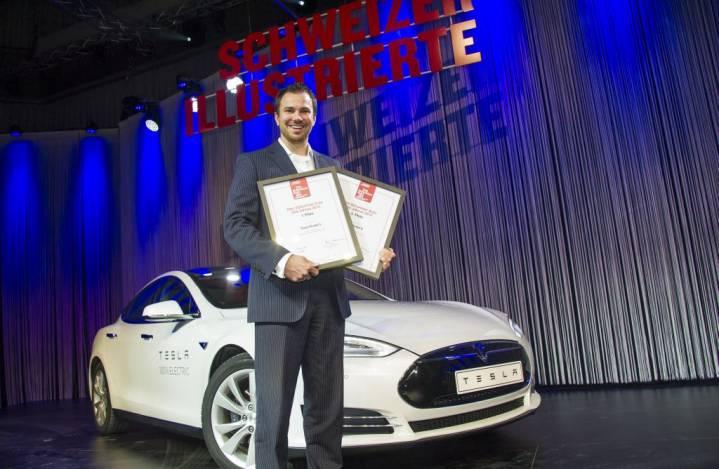 5225_890Jochen_Rudat_-_Senior_Manager_Tesla_Schweiz_mit_Sieger_Tesla_Model_S_Das_stylischste_Auto_der_Schweiz_und_3._Platz_Das_Schweizer_Auto_des_Jahres.jpg