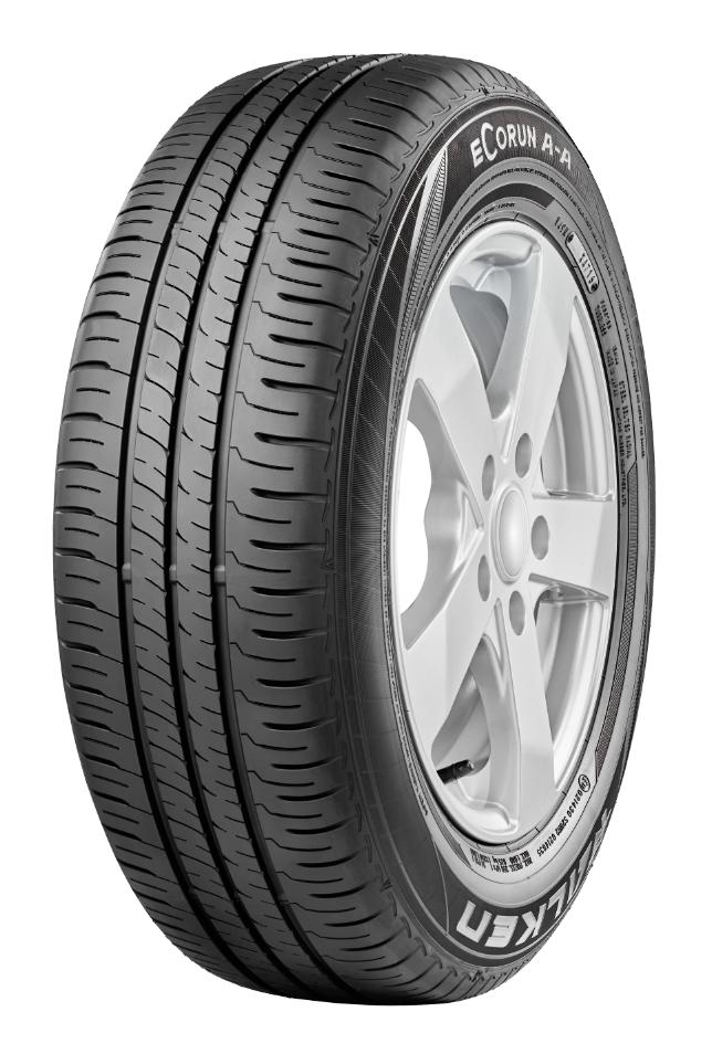 Falken mit neuem Reifen und BMW M6 Rennfahrzeug