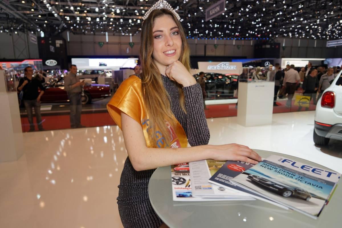 Miss Auto-Salon 2017 verzaubert Halle 7 beim Rundgang