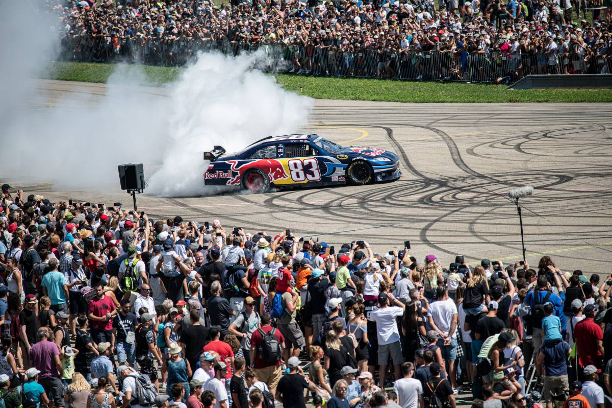 Red Bull Race Day: Fulminante Show am Boden und in der Luft