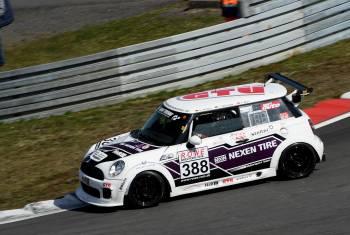 Nexen Tire Motorsport startet mit Klassensieg in die VLN-Saison